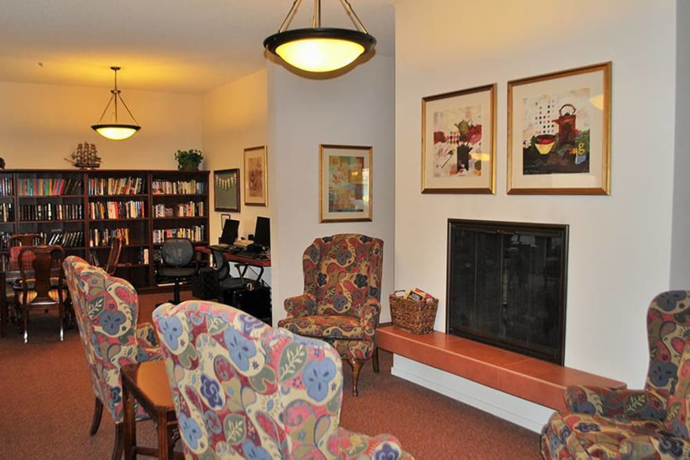 Relaxing Common Room with fireplace at Roseville Commons Senior Living in Roseville, California