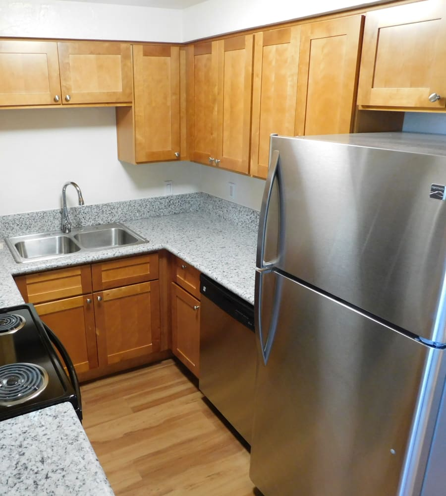 Lakeside Apartments offers a fully equipped kitchen in Albany, Oregon