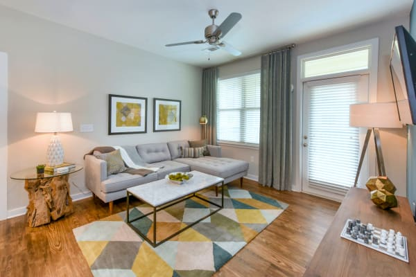 Axis Berewick offers a naturally well-lit living room in Charlotte, North Carolina