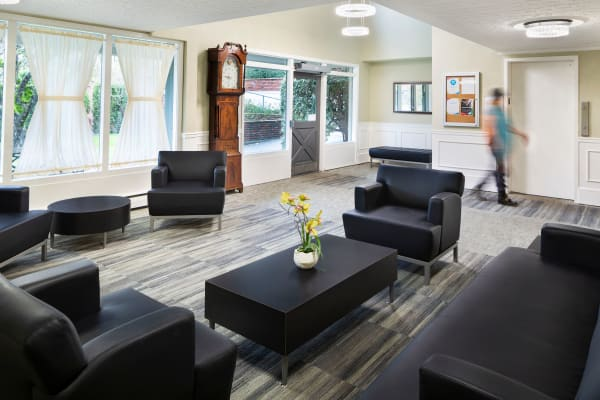 Community lounge at Fraser Tolmie Apartments in Victoria, British Columbia