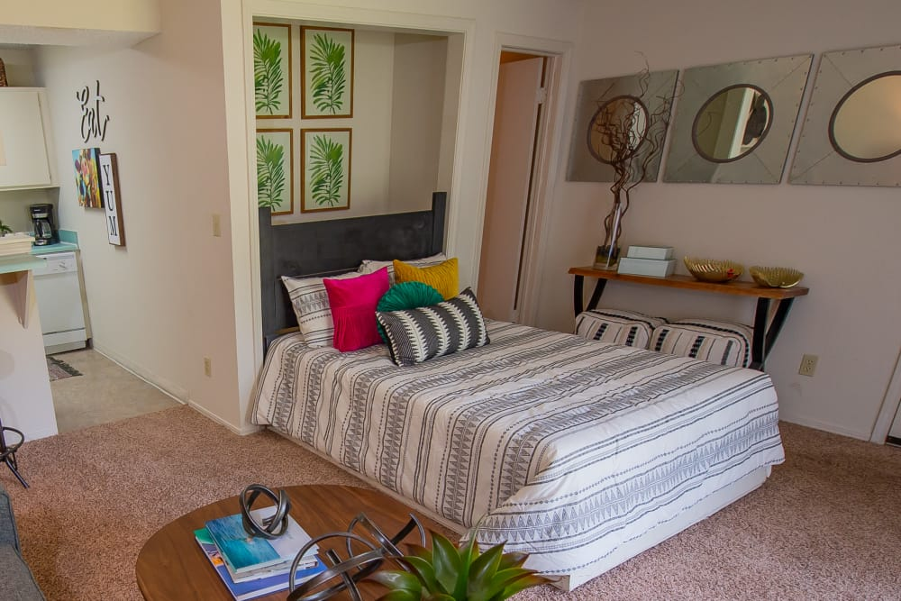 Summerfield Place Apartments offers spacious studio apartments in Oklahoma City, Oklahoma