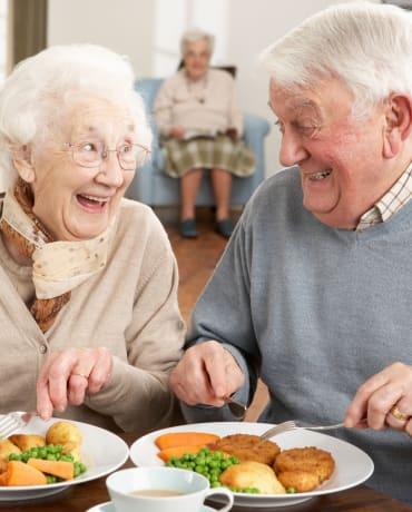 Resident couple at Meadowlark Senior Living in Lebanon, Oregon
