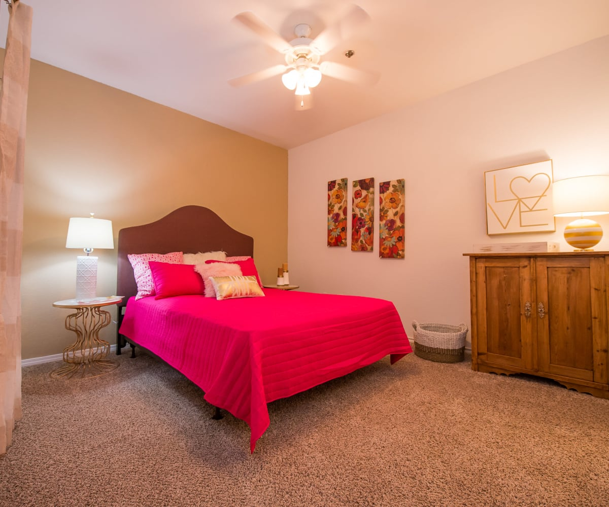 Arbors of Pleasant Valley master bedroom in Little Rock, Arkansas
