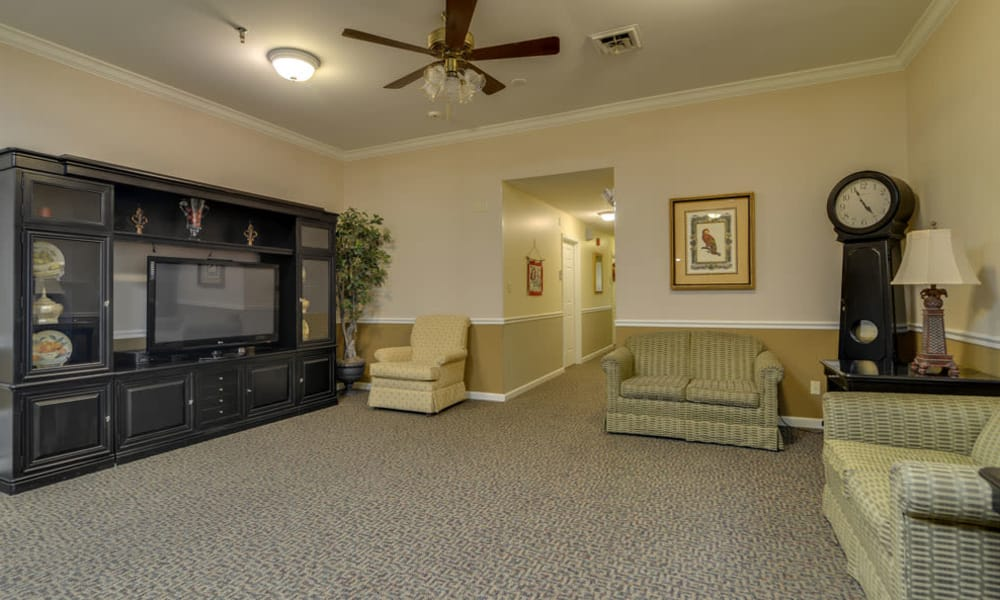 Entertainment room at The Arbors at WestRidge Place in Sikeston, Missouri