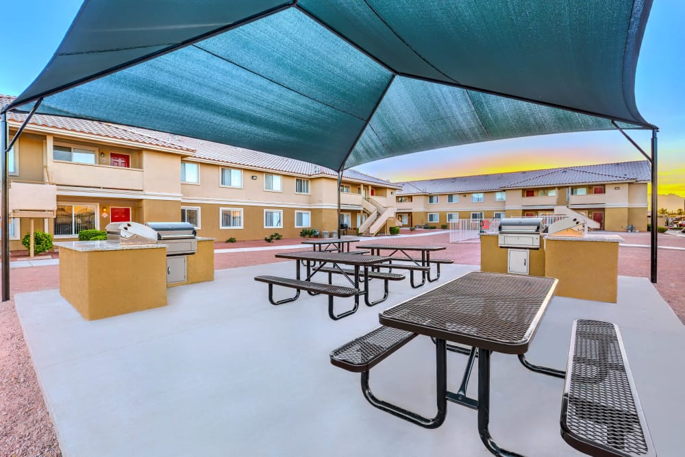 Common area with picnic tables and BBQ's at Portola Del Sol apartment in Las Vegas