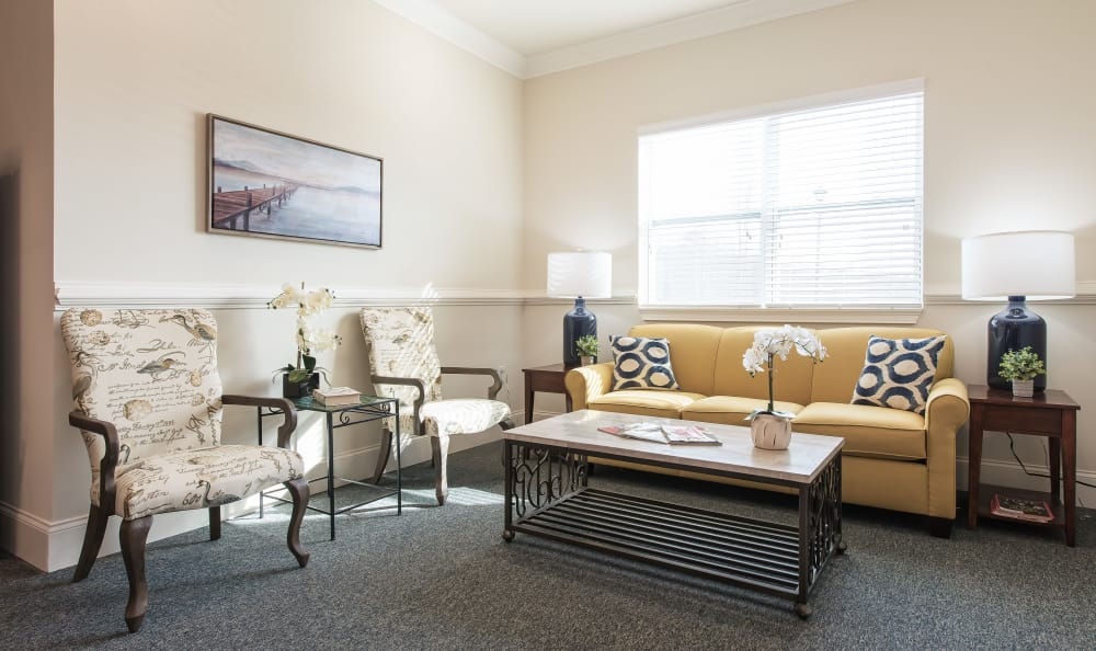 A community lounge with comfortable seating at The Mansions at Alpharetta in Alpharetta, Georgia