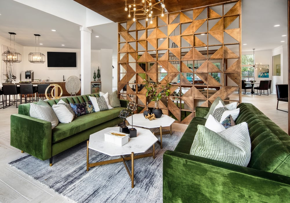Well-furnished and luxuriously decorated lobby lounge area at Amira at Westly in Tampa, Florida
