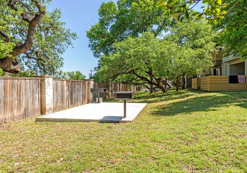 Patio area at Turtle Creek Vista Apartments in San Antonio, Texas