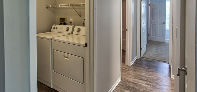 Hunter's Chase Apartments in Westlake, Ohio offers apartments with a washer and dryer