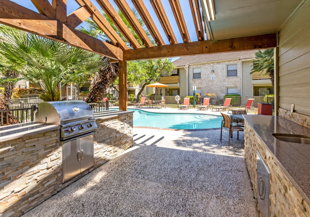 BBQ area at Turtle Creek Vista Apartments in San Antonio, Texas