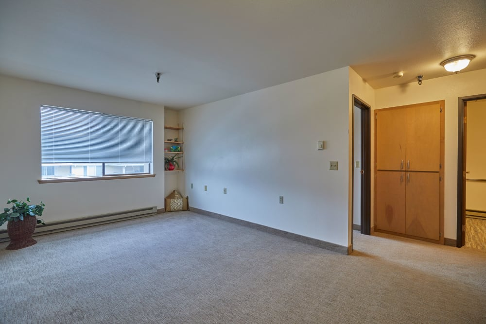 Shorewood Senior Living in Florence, Oregon offers units with spacious bedrooms
