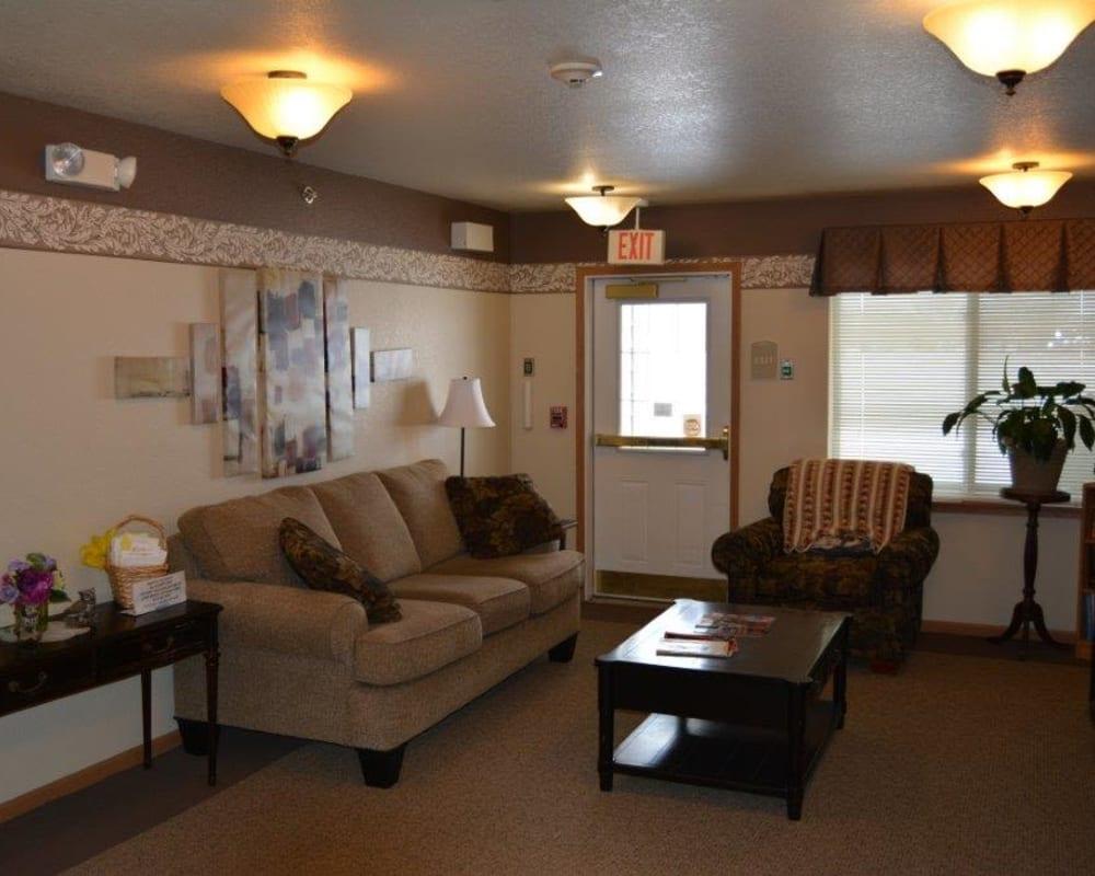 Resident lounge area at Courtyard Estates at Hawthorne Crossing in Bondurant, Iowa.