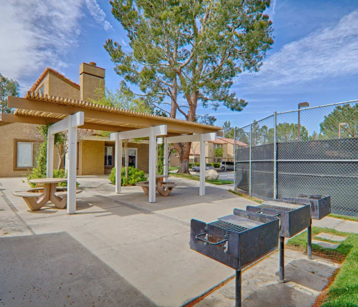 Community grilling area at Granada Villas Apartment Homes in Lancaster, California