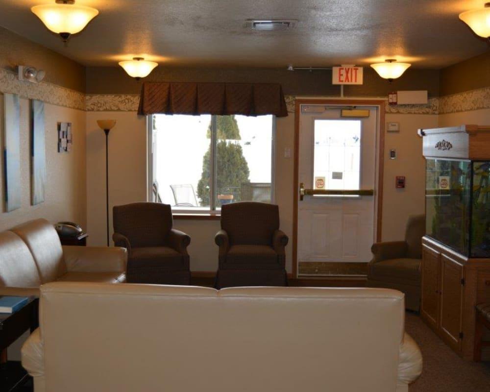 Cozy seating area with aquarium at Courtyard Estates at Hawthorne Crossing in Bondurant, Iowa.