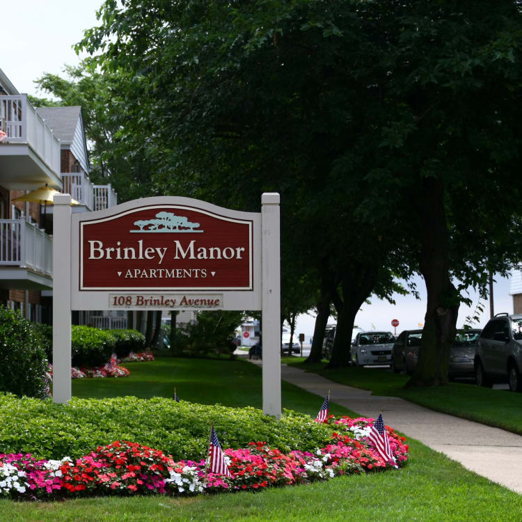 Convenient access to public transit at Brinley Manor