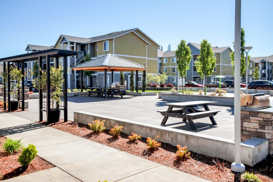 Bbq area that is great for entertaining at Rock Creek Commons in Vancouver, Washington