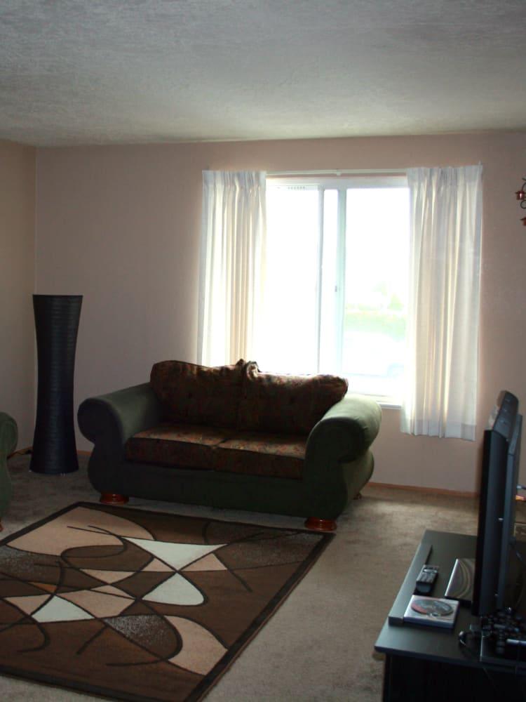Living room at Cheryl Lynn in Salem, Oregon