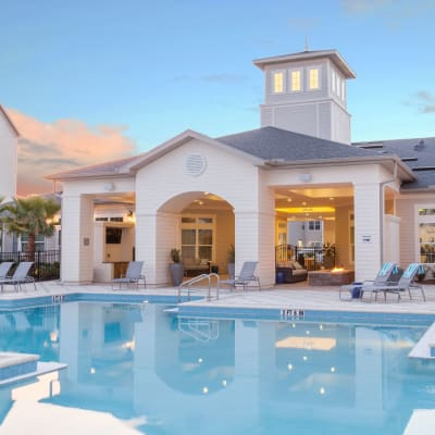 Pool house at The Avenue Apartments In Lakeland