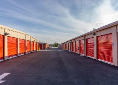 Self storage building exterior in Deltona