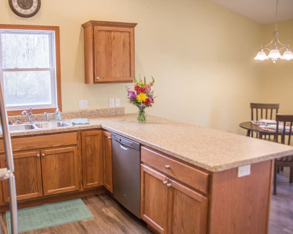 kitchen and dining room in an independent living cottage at Arlington Place Oelwein in Oelwein, Iowa.