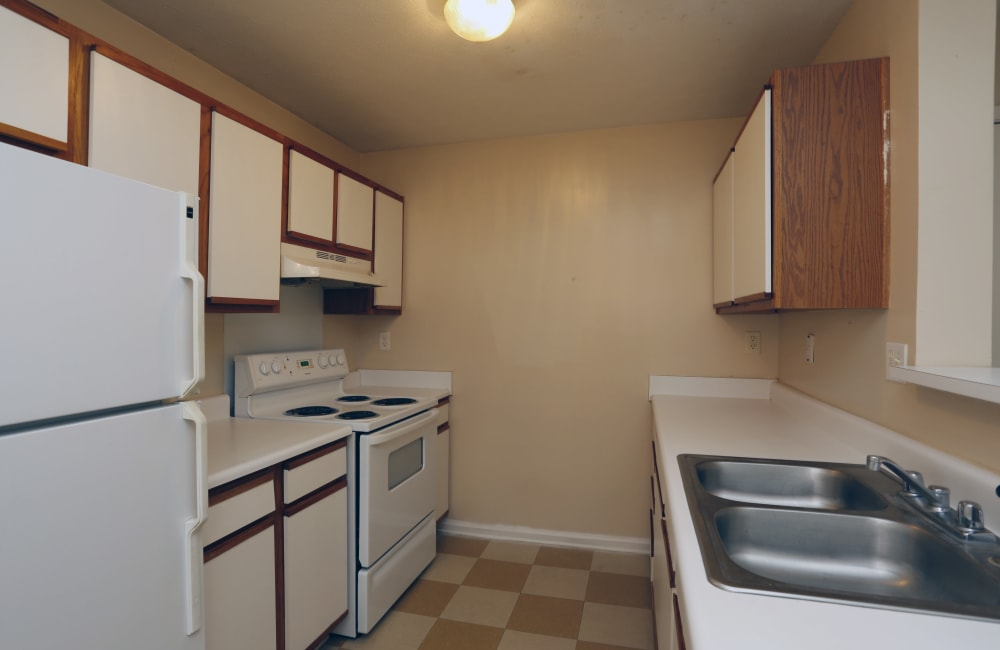 Beautiful spacious kitchen with white appliances at Ashton Park Apartments in Gulfport, Mississippi