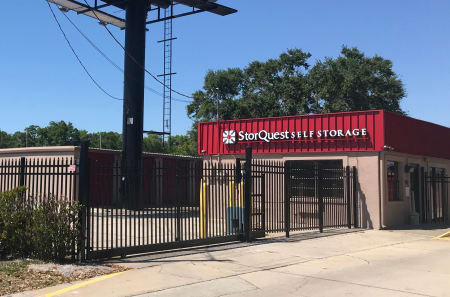 Front entrance at StorQuest Self Storage in Tampa, FL