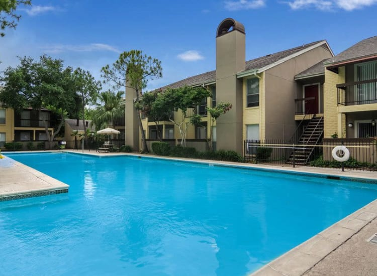 Large, resident swimming pool at Cambridge Place in Houston, Texas.