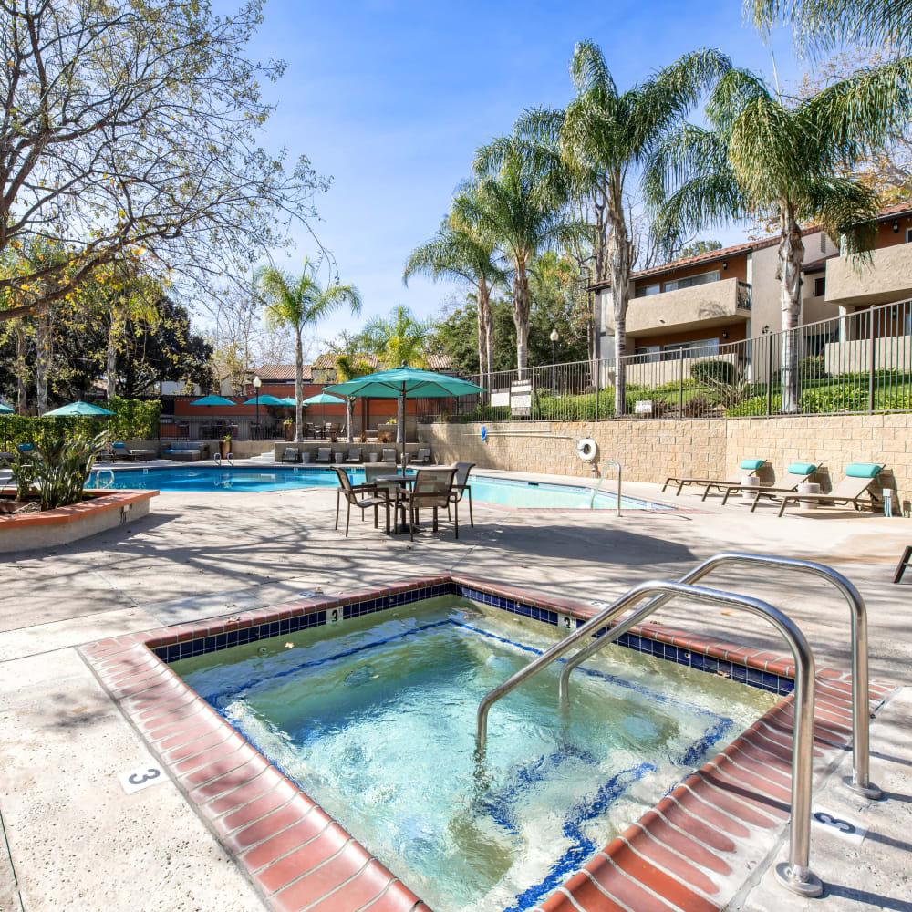Spa and swimming pool area at Sofi Thousand Oaks in Thousand Oaks, California
