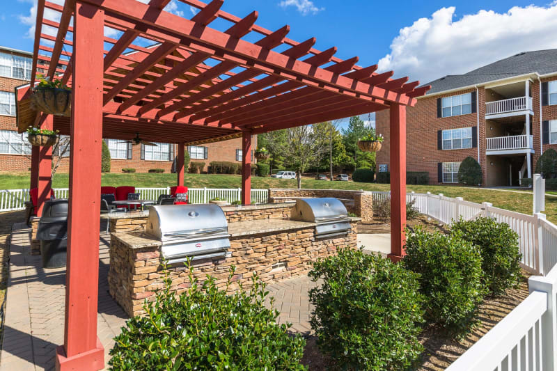 Outdoor partially covered grilling area at Ascend @ 1801 in Charlotte, North Carolina