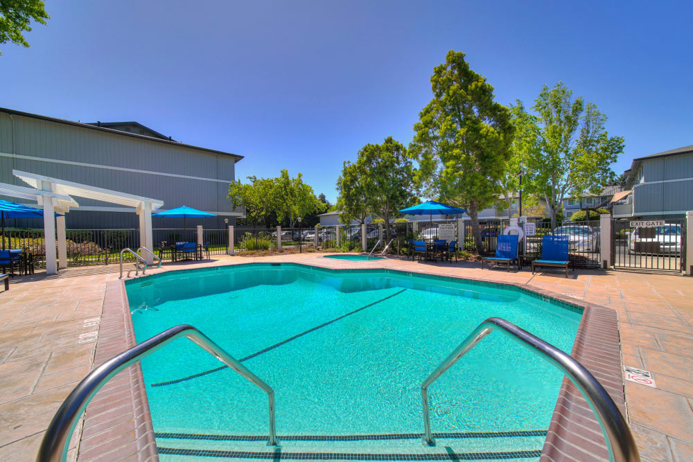Beautiful resort-style swimming pool and hot tub at Parkside Commons Apartments in San Leandro, California