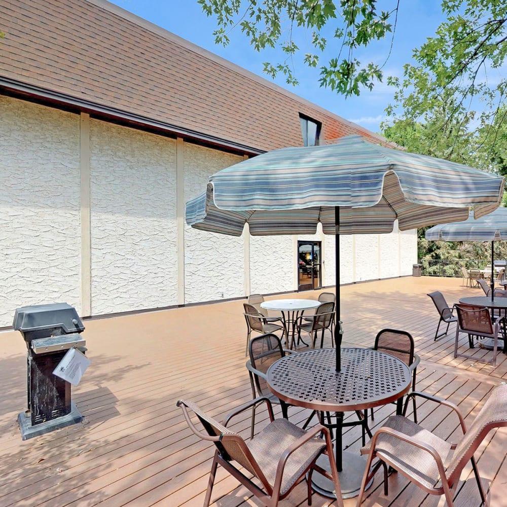 Shaded seating near the barbecue grills at Oaks Braemar in Edina, Minnesota