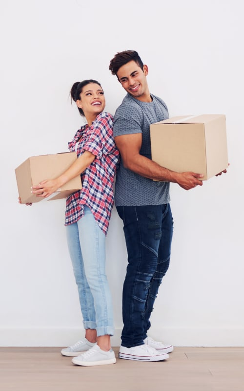 A man and a women holding boxes for storage at Parkside Mini Storage and RV in Beaverton, Oregon
