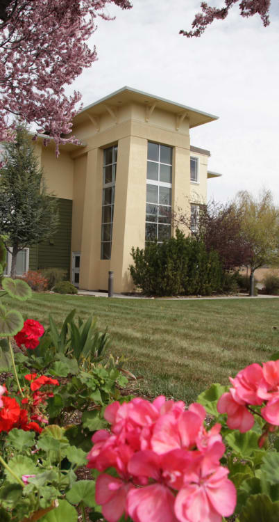 Senior living in Klamath Falls has happy residents