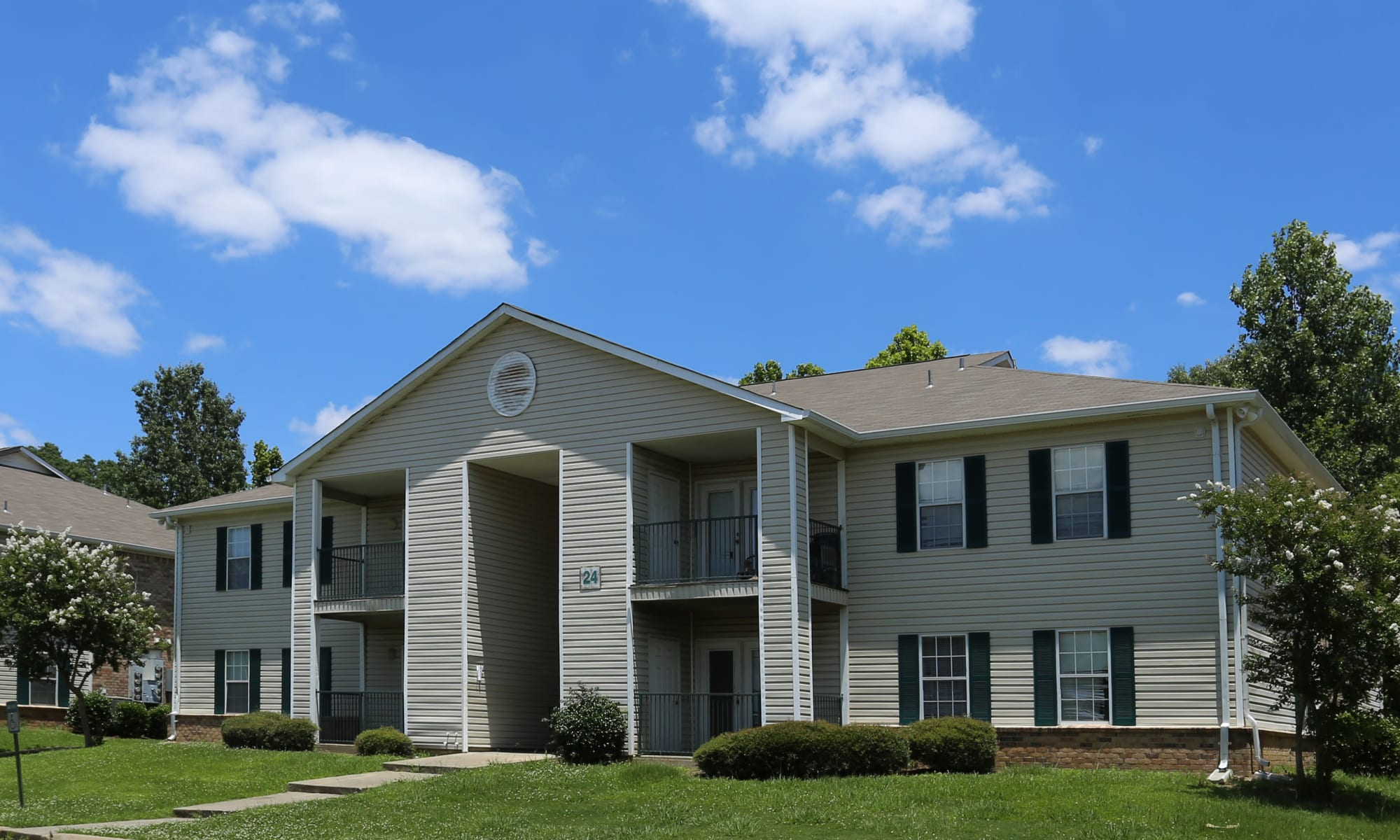 Exterior photo of Summer Park Apartments in Jackson, Mississippi