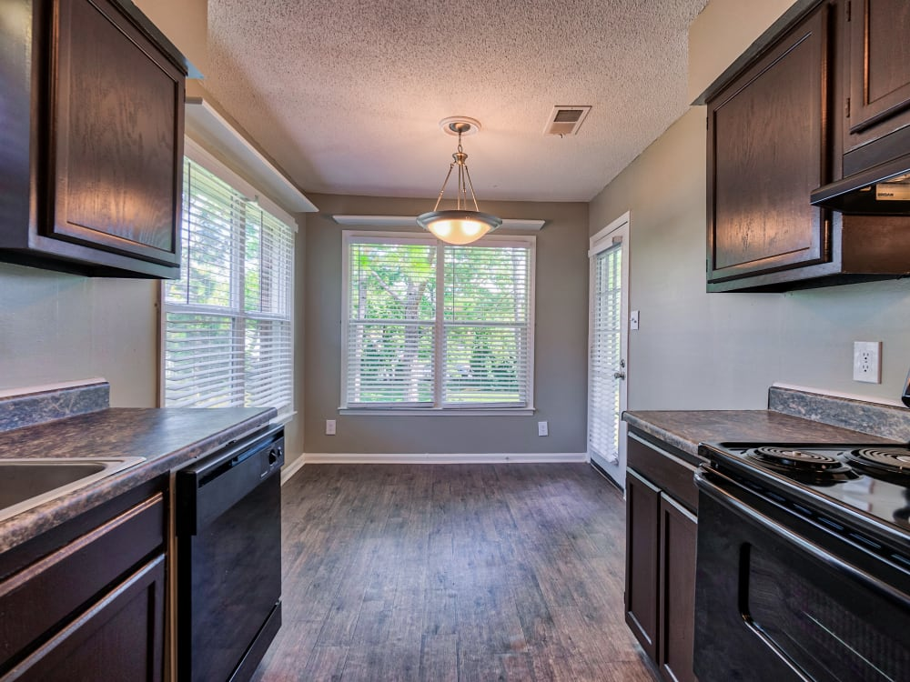 kitchen and dining area at The Gatsby at Midtown Apartment Living in Montgomery, AL