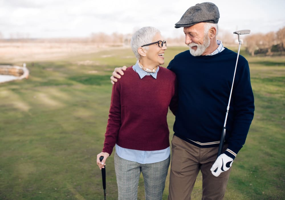 Couple playing golf at a local course near Campus Commons Senior Living in Sacramento, California