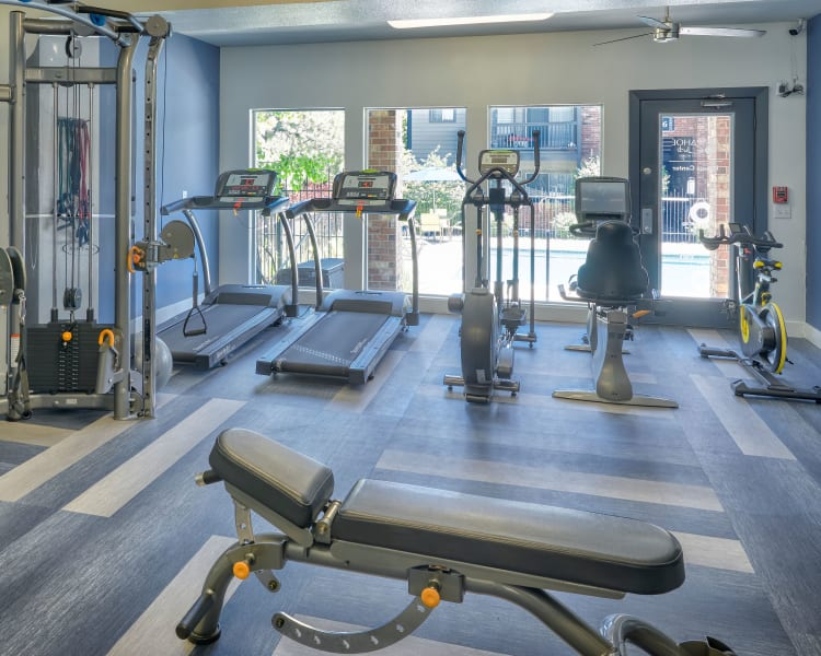 Click to see our amenities at Arapahoe Club Apartments in Denver, Colorado