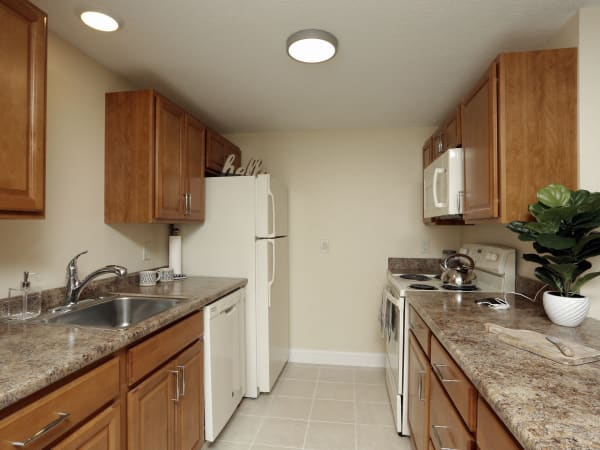 Modern kitchen at London Court Apartments in Merrimack, New Hampshire