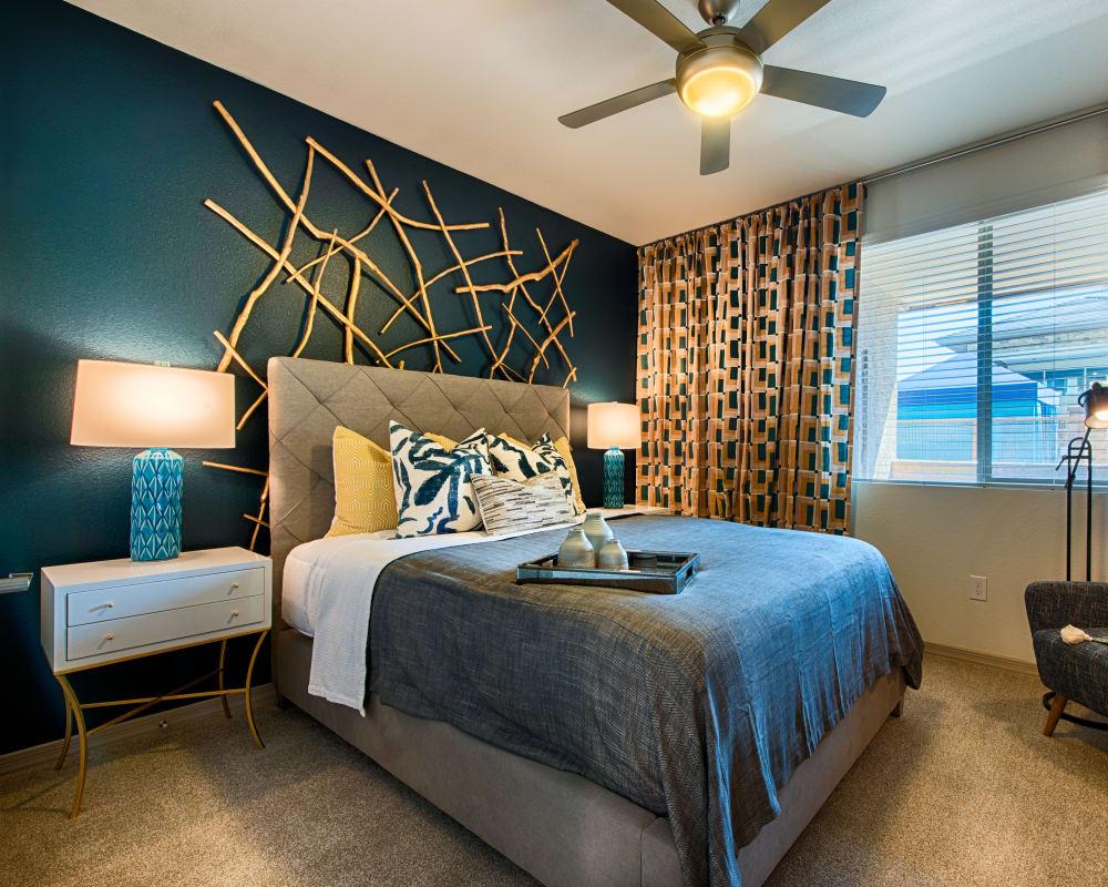 Bright bedroom with a ceiling fan at Ocio Plaza Del Rio in Peoria, Arizona