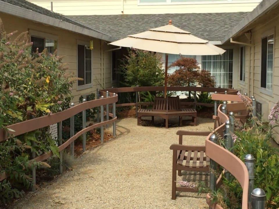 Sun Oak Memory Care Courtyard