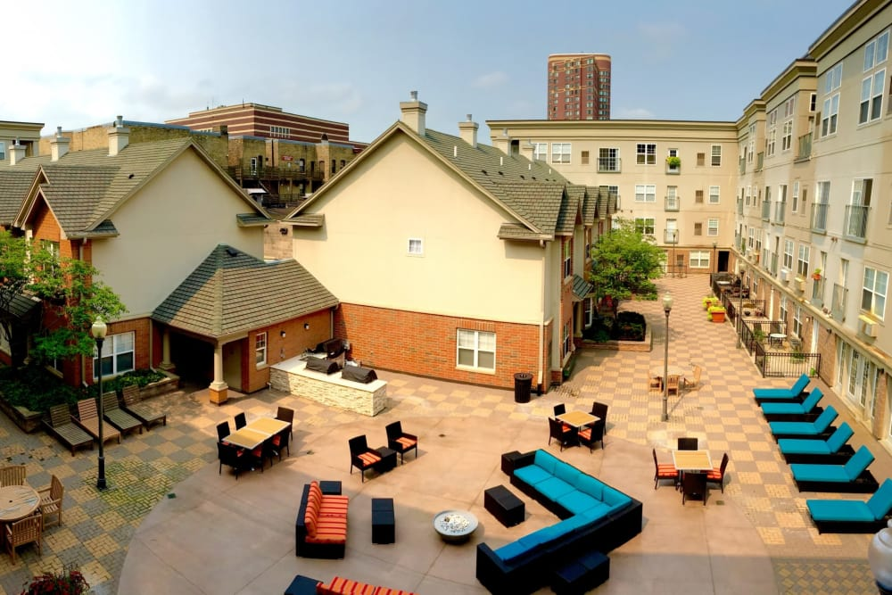 Enjoy our courtyard at Loring Park Apartments in Minneapolis