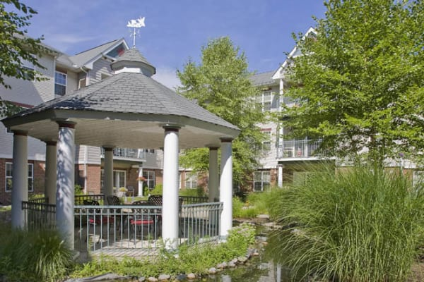 Waltonwood Cherry Hill offers a lounge in Canton, MI