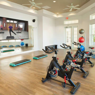 Fitness center at The Avenue Apartments In Lakeland