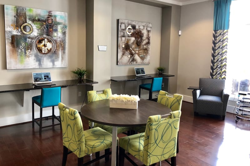 Bright and welcoming lobby interior with modern furnishings at Level at 401 in Raleigh, North Carolina