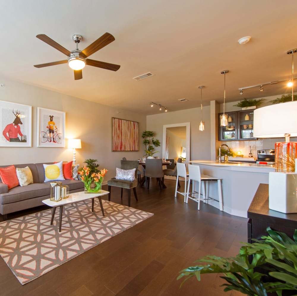 Spacious living room with a ceiling fan at Elite 99 West in Katy, Texas