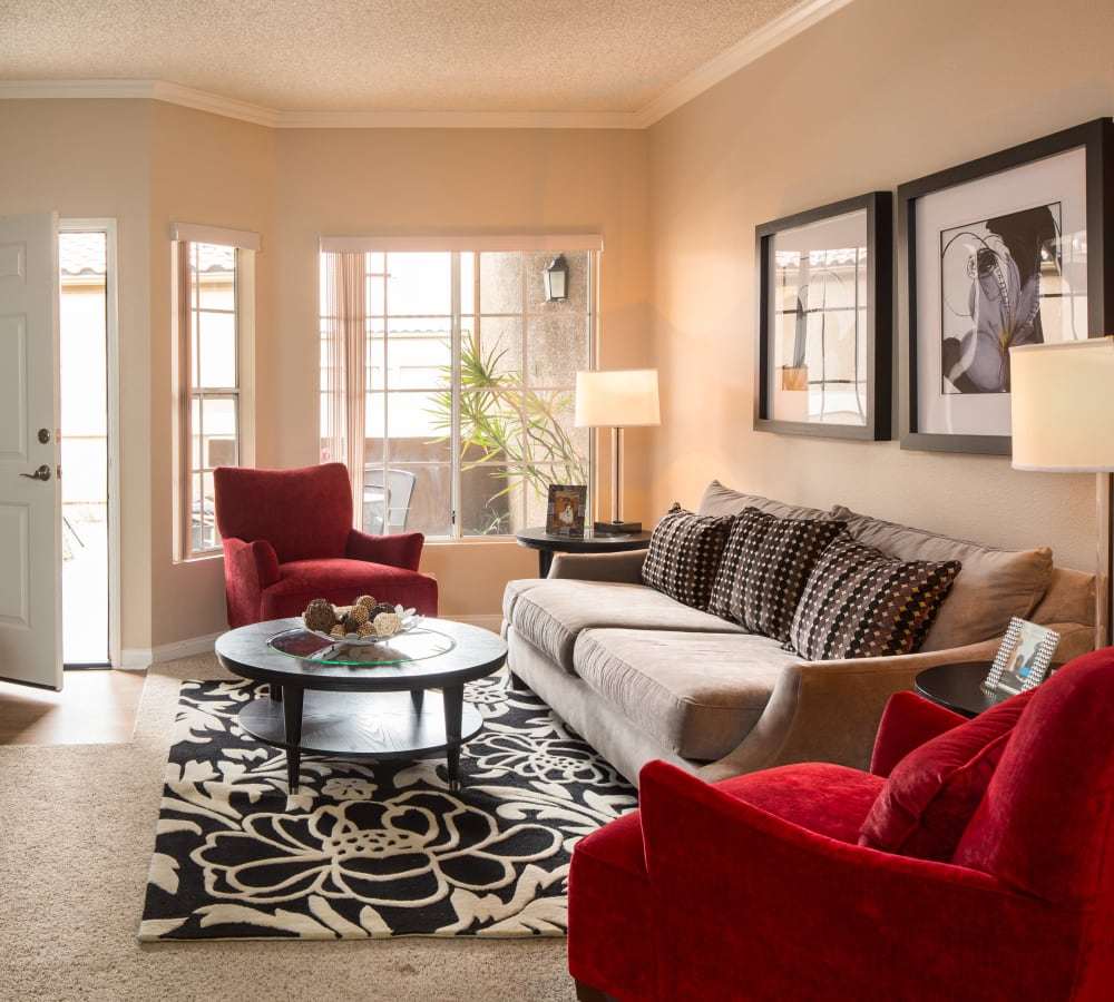 Living room with plush carpeting at Paloma Summit Condominium Rentals in Foothill Ranch, California