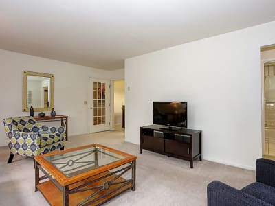Living room at Eatoncrest Apartment Homes in Eatontown, New Jersey