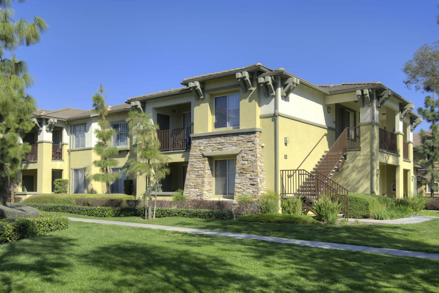 Camino Real offers beautifully manicured grounds in Rancho Cucamonga, California