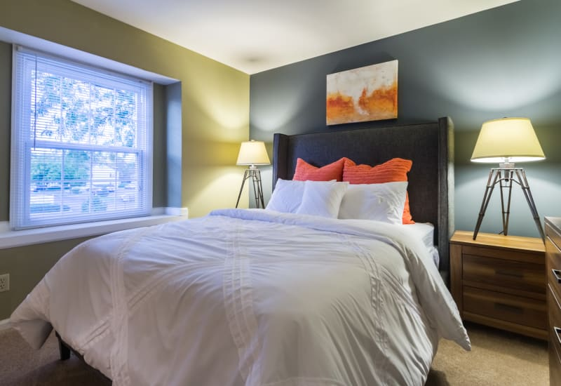 Spacious master bedroom at Governours Square in Columbus, Ohio