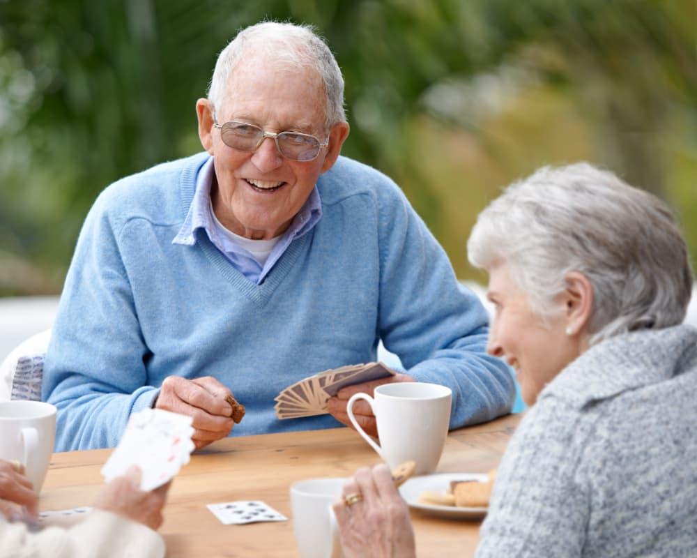 seniors playing cards at Residence 600